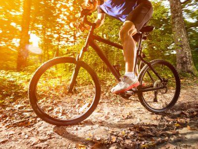 Biking o trekking? Perché fare sport all'aria aperta
